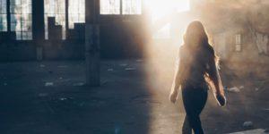pot iz stresa in tesnobe, sončna svetloba