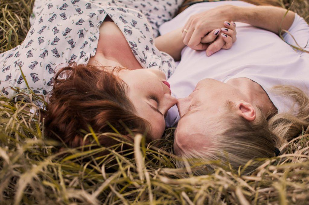 ljubezen par intima nežnost