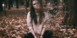 zaskrbljena ženska razpad žalost